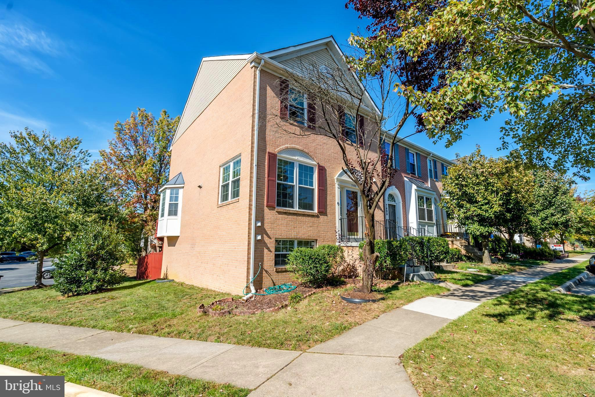 OPEN SUNDAY 1-4 .3 BR / 3.5 BA END UNIT TOWN HOME IN KINGSTOWNE! WINDOWS,  HVAC ,DISHWASHER AND  HARDWOODS INSTALLED LATE 2016.FLOOR PLAN FEATURES FORMAL DINING ROOM, EAT-IN KITCHEN, MASTER BEDROOM W/ EN-SUITE BATH & WALK-OUT LL! UPGRADES INCLUDE: CROWN MOLDING/TRIM, CHAIR RAILING, GRANITE,VAULTED CEILINGS W/ SKYLIGHTS, GAS FP & MORE! LARGE DECK AND FENCED IN YARD: PREFECT FOR ENTERTAINING! 2 ASSIGNED PARKING SPACES! PREMIER COMMUNITY AMENITIES & FANTASTIC LOCATION!