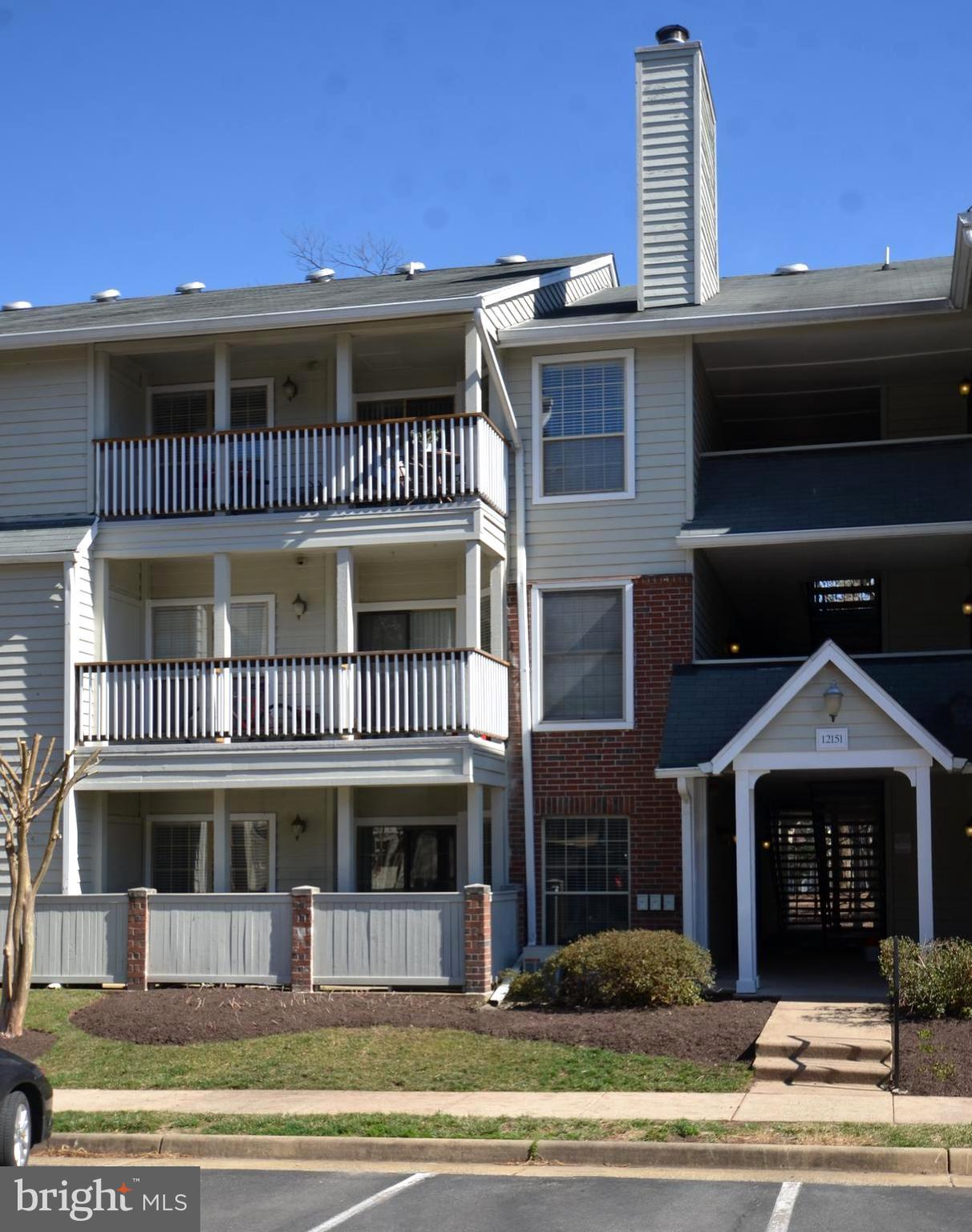 Beautiful, move-in ready condo in upscale golf community with top-rated amenities & convenient commuter locale! Area restaurants & shopping abound. New carpet, new headwood floor, new kitchen electric cook range, new washier and dryer. Gourmet kitchen with updated cabinetry. Large Walk Through Closet off Master Bed Room. Built in shelving & desk area with fireplace. Master includes walk-in closet.  Assigned parking close to building and plenty of guest parking. Community features, golf, outdoor pool, fitness & clubhouse is just a short walk away. Close to major routes, 66 & 50. Close to fair lake shopping center and fair lakes mall.