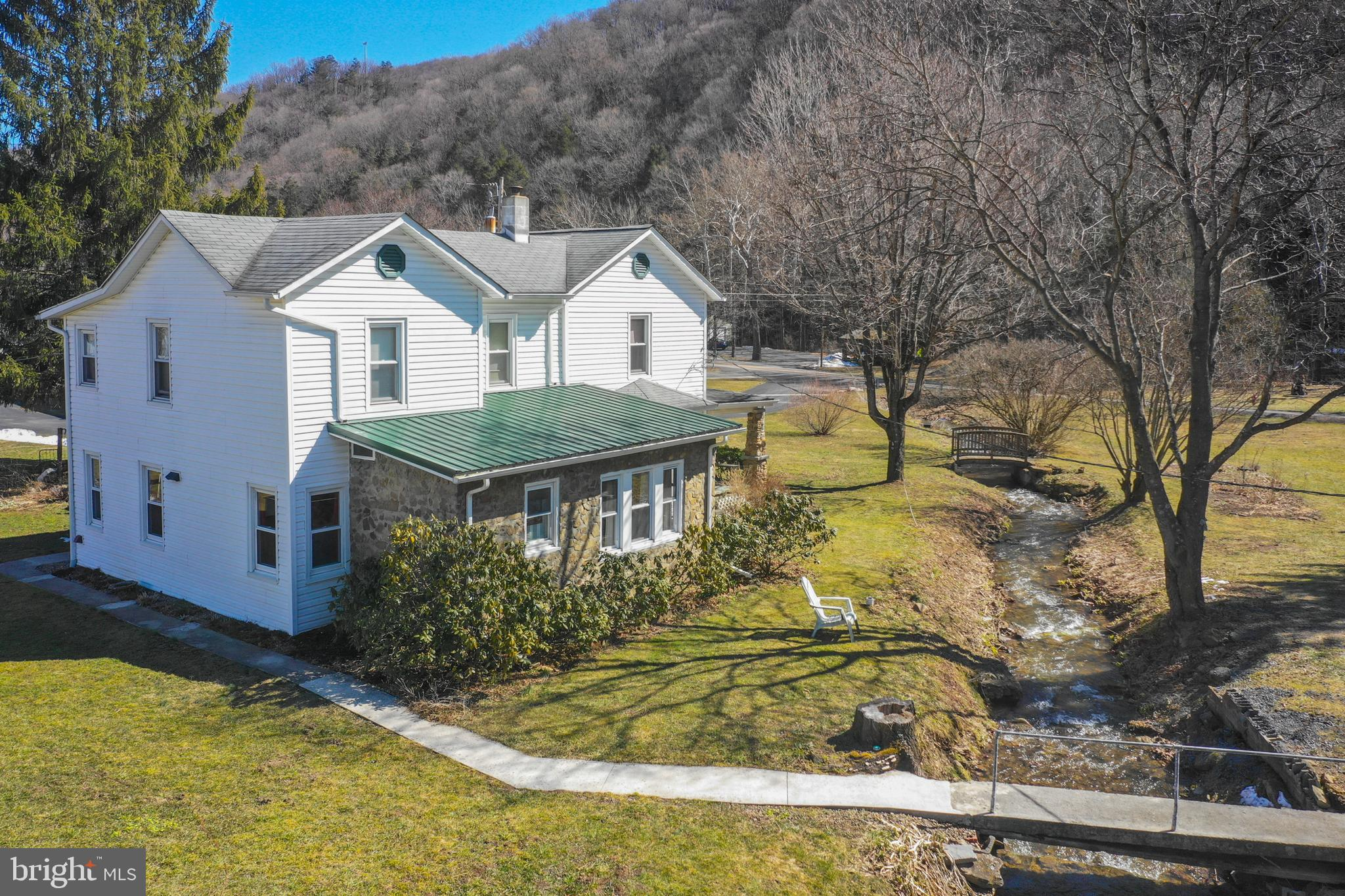 32 GARDNERS LANE, NEW CREEK, WV 26743