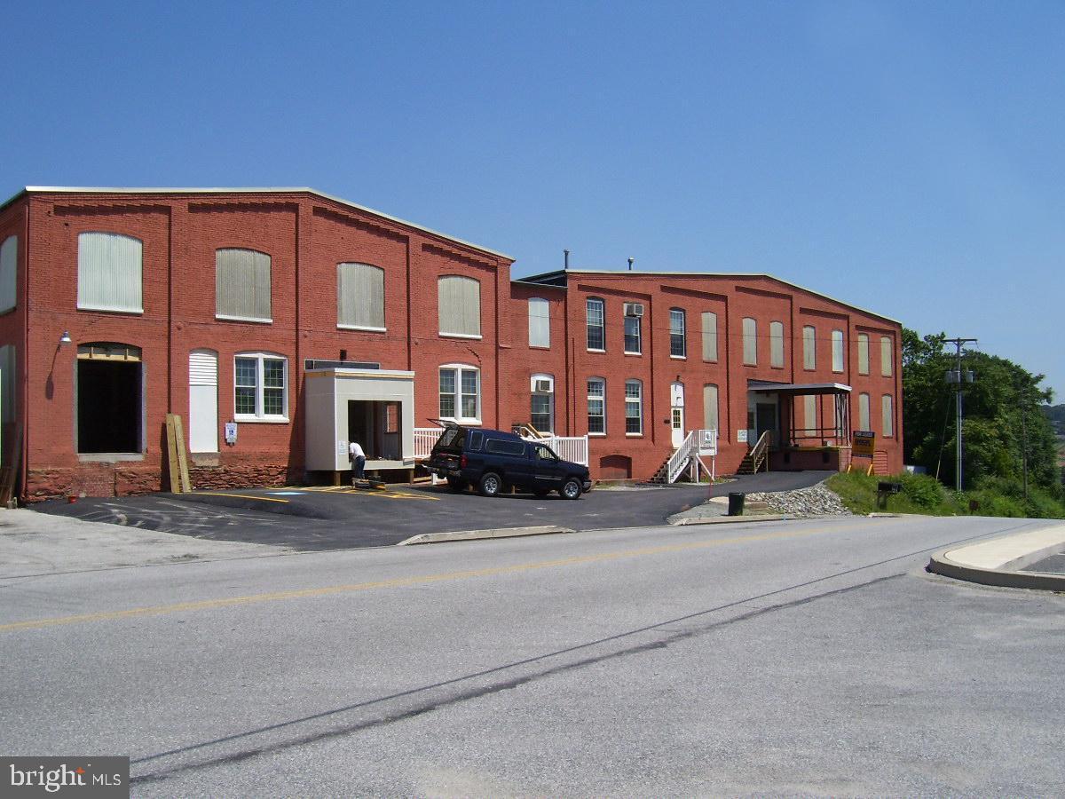401 E LOCUST STREET, DALLASTOWN, PA 17313