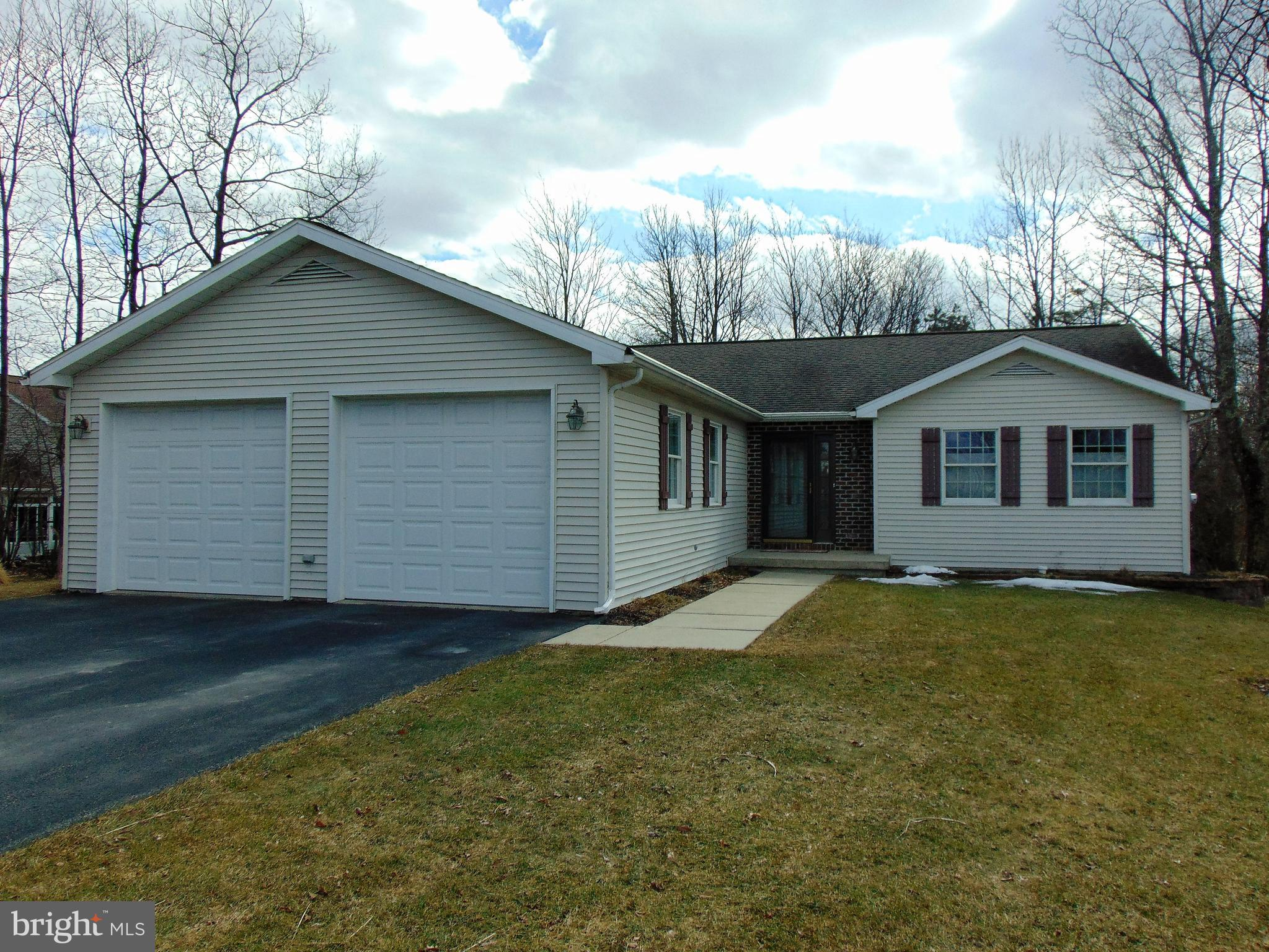 8 ELLIE COURT, FRACKVILLE, PA 17931