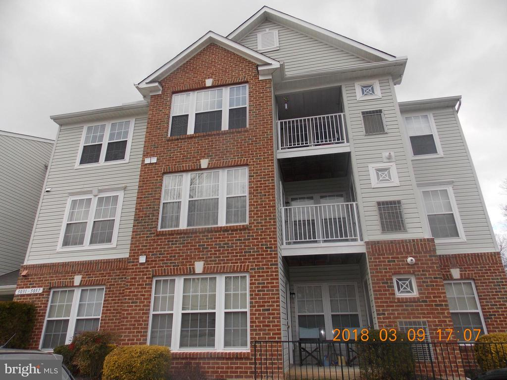 Great Perry Hall condo surrounded by woods. Conveniently located in close proximity to both Avenues of shops and restaurants. Available now- Good credit- no pets- seller looking for longer lease
