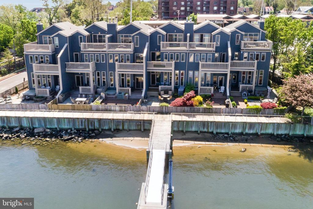 Highly coveted Harbour Place. TOTAL interior renovation by Scarlett Breeding & Pyramid Builders in 2012. Exterior renovation in 2014. Don't miss the BEST view in Annapolis. Enjoy views of DTA & the Naval Academy every day. 50 Ft Deep Water Slip + dock for smaller boats outside the door. High end finishes with extras like sound proof insulation & hurricane grade windows. Available furnished or unfurnished. 3D tour, video and floor plans available at www.306FirstStreet.com.