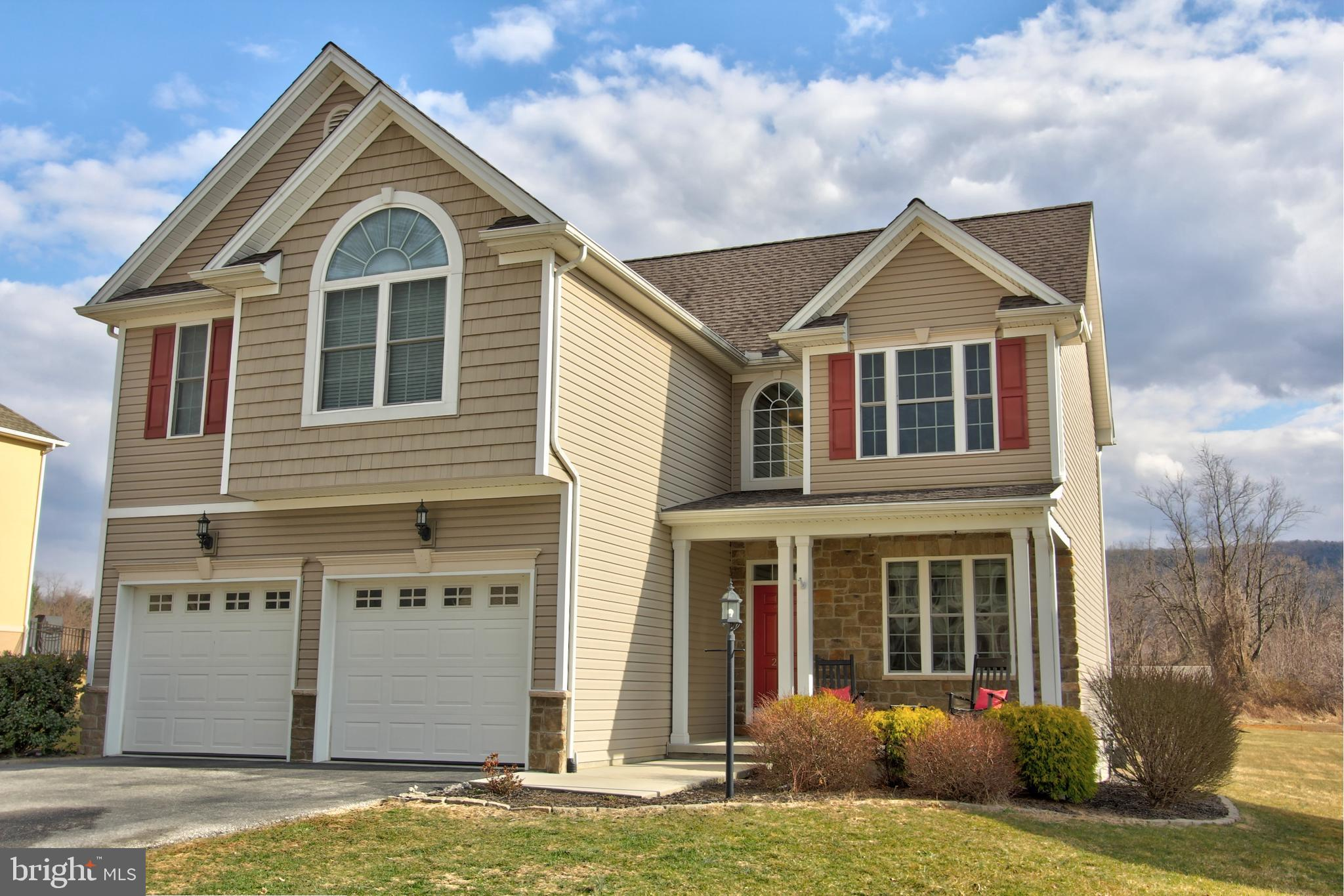 216 WESTGATE DRIVE, MOUNT HOLLY SPRINGS, PA 17065