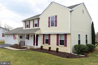 1800 LAMPLIGHTER DRIVE, MACUNGIE, PA 18062