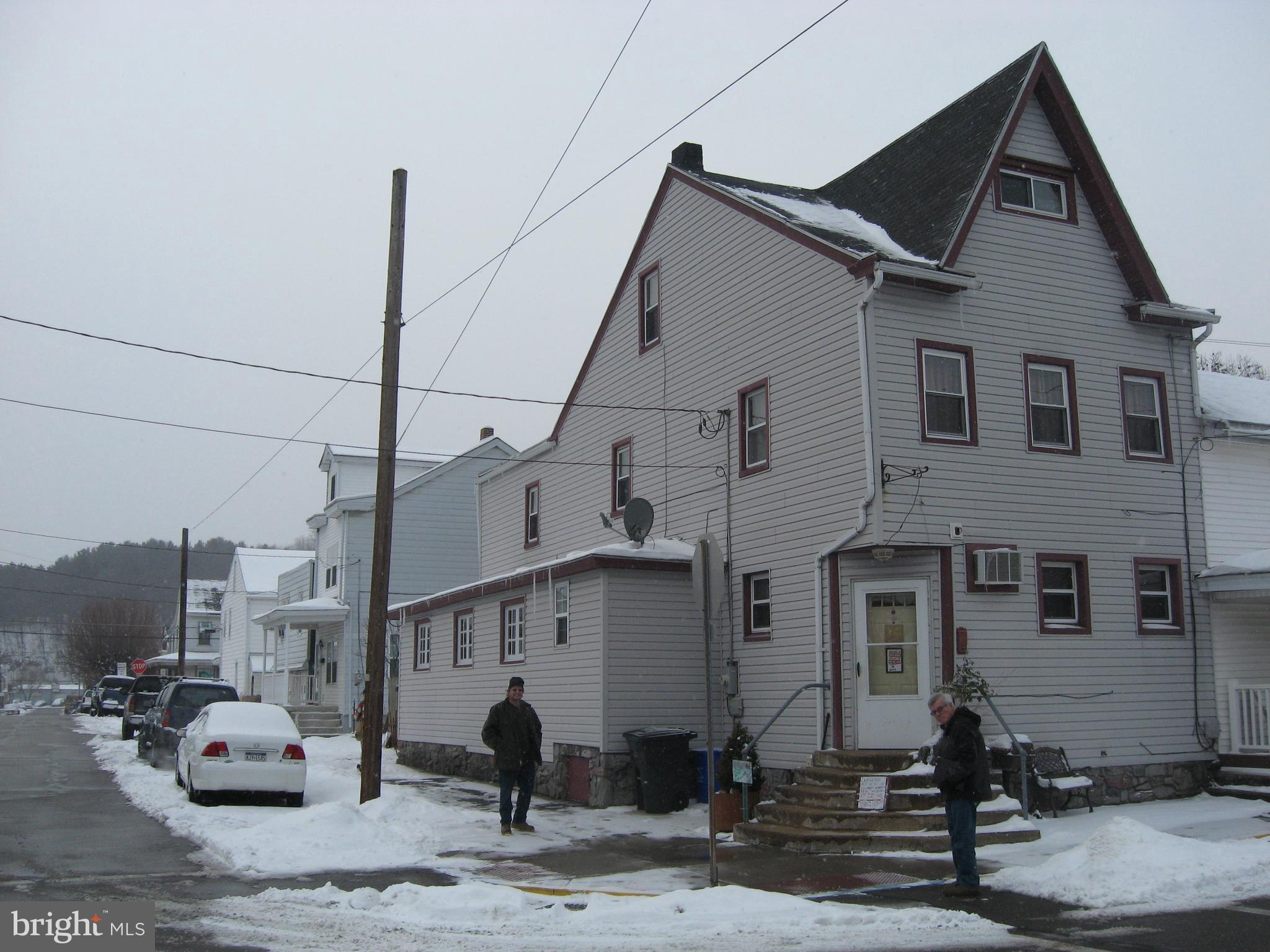 200 N NICHOLAS STREET, SAINT CLAIR, PA 17970