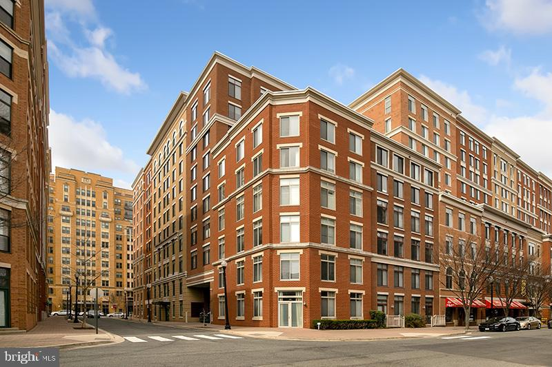 Sophistication, convenience, and excitement all wrapped up in this stunning Station Square condo that you will soon call home!  You are positioned nicely, just around the corner from the ever-coveted Orange-line metro.  Enjoy your easy commute and access to all that Clarendon has to offer in the heart of Arlington.  The entire unit has been freshly painted.  You will be greeted by an inviting sitting room/home-office featuring recessed lighting, gleaming hardwood floors, and a newly carpeted bedroom, The fantastic open kitchen is complete with granite counter-top and a kitchen island for easy entertaining.  Located around the corner from Whole Foods, Trader Joe's, an abundance of popular restaurants, book stores, and Gold's Gym. One Covered Parking Space.