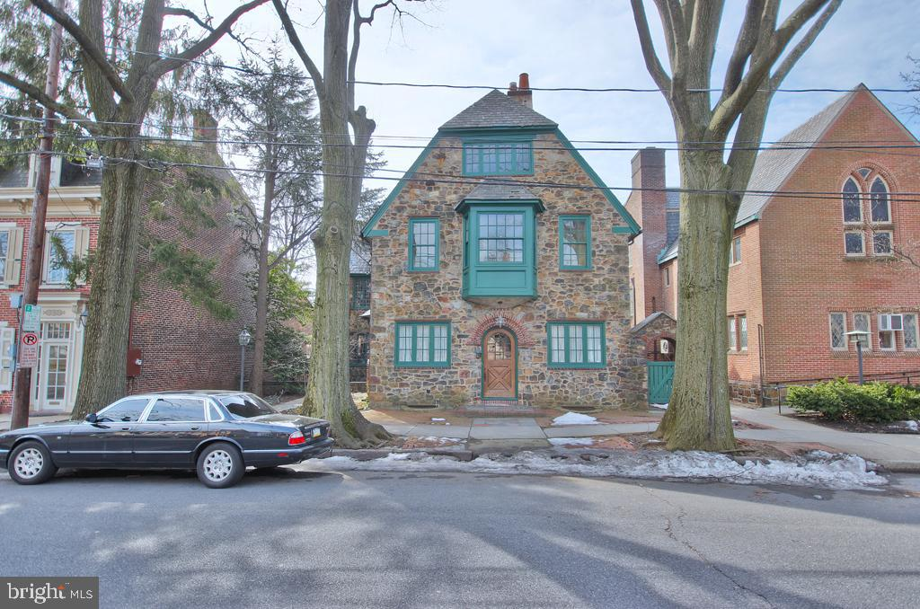 48 E MARKET STREET, BETHLEHEM, PA 18018