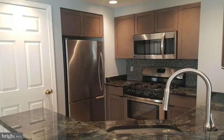OPEN HOUSE 3/24 SUN 11am-12pm Renovated Corner Unit, Top Floor in Convenient Windsor Plaza. Call this beauty HOME! One Block to Metro/Restaurants, Parking space is big enough for 2 cars, Glass Enclosed Balcony Solarium for bonus space, New Porcelain tile floors in common space for modern look. Kitchen with beautiful granite and SS appliances. Wash/Dryer in Unit. Condo pool opens Mem. Day Wkend Available 5/1 for move in