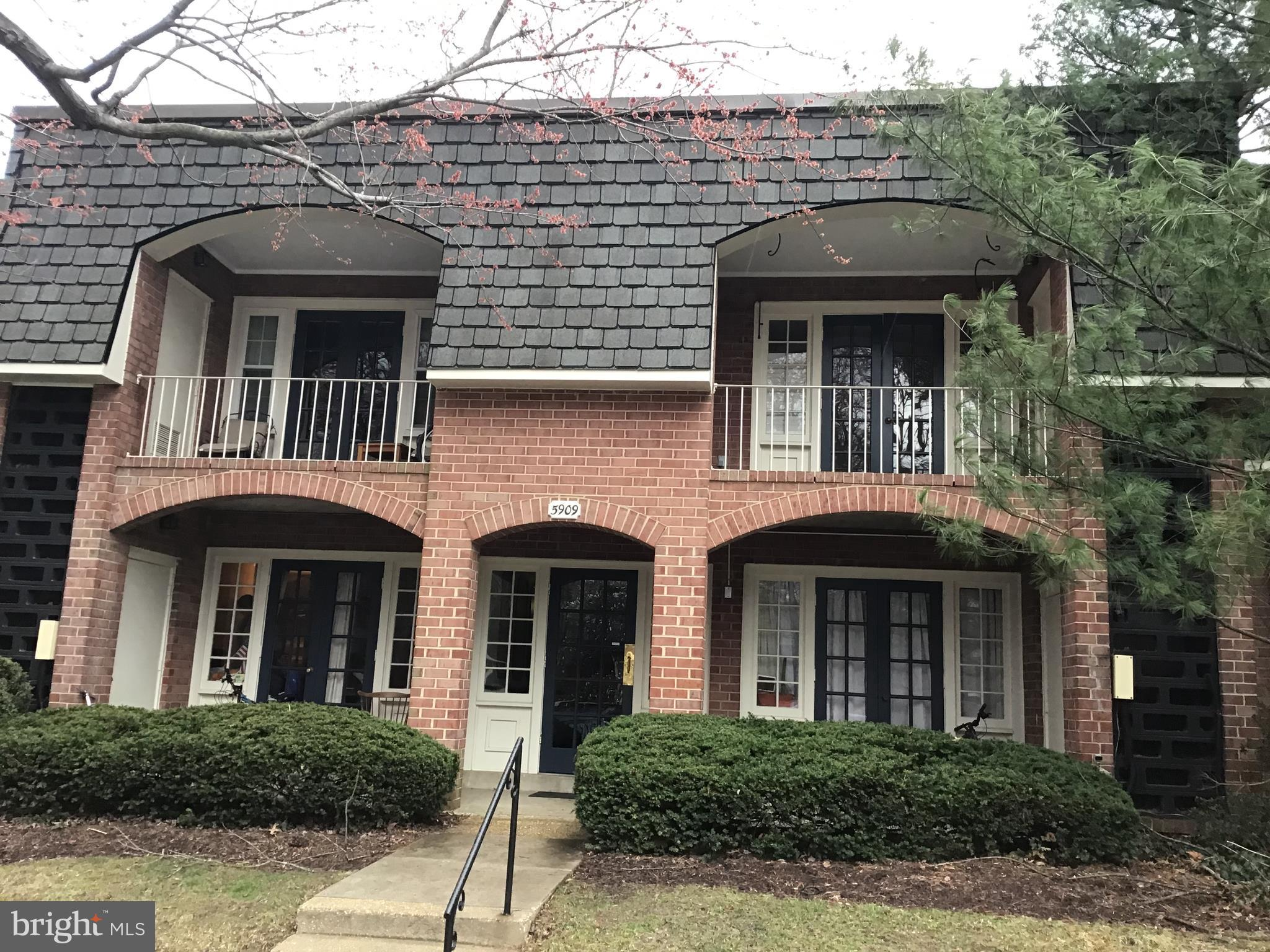 OPEN HOUSE SATURDAY 3/23 & SUNDAY 3/24 1-4PM*Top floor condo! This is a rare 1 Bedroom w/Den.  The den has a full egress window so if you add a door it can be used as a bedroom.  Fresh paint throughout!  New carpet just installed.  Condo fee includes: Gas Heat, Water, Sewer, Exterior Building Maintenance, 2 Community Pools including one across the street, Tennis, Tot-Lots, Party Room, etc