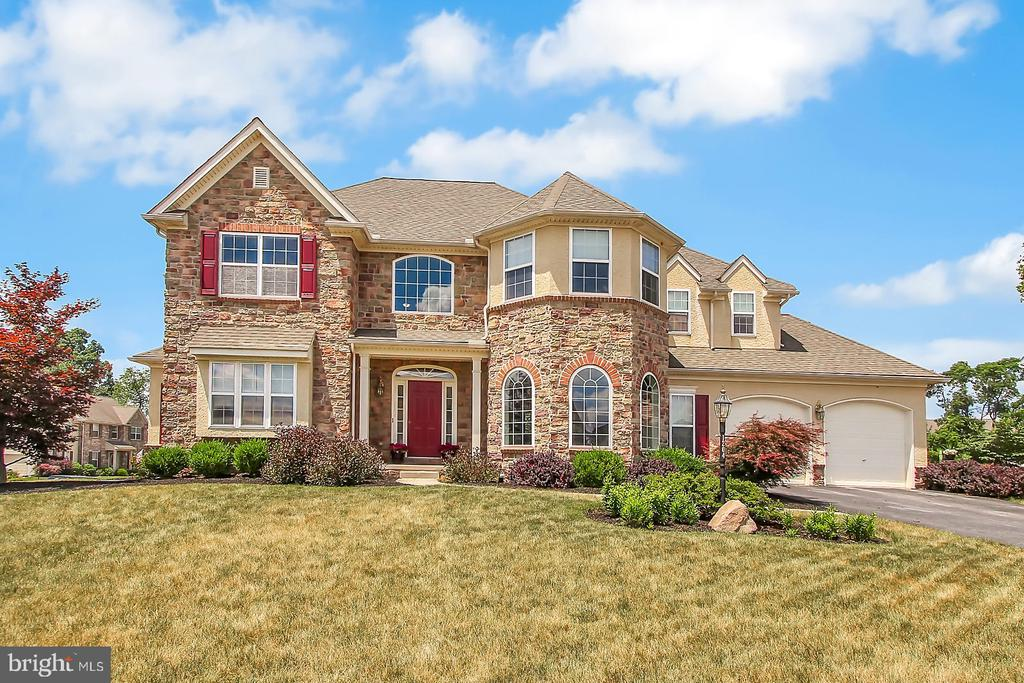 1204 FALLS GROVE LANE, YORK, PA 17404