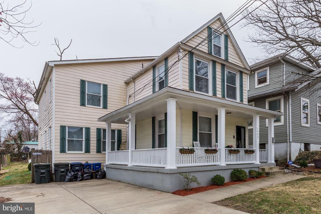 Motivated Sellers. Owners must move. New Job. BEAUTIFUL HOME IN THE HEART OF BROOKLAND. UPDATED FOUR BEDROOM, THREE AND A HALF BATHROOM HOME WITH MORE THAN 2400 SQUARE FEET SPANNING THREE LEVLES.  GORGEOUS WOOD FLOORS, FIREPLACE AND SKYLIGHT. LARGE DECK AND HUGE BACKYARD. MOVE-IN READY! SHORT WALK TO THE METRO, RESTAURANTS  AND SHOPS.