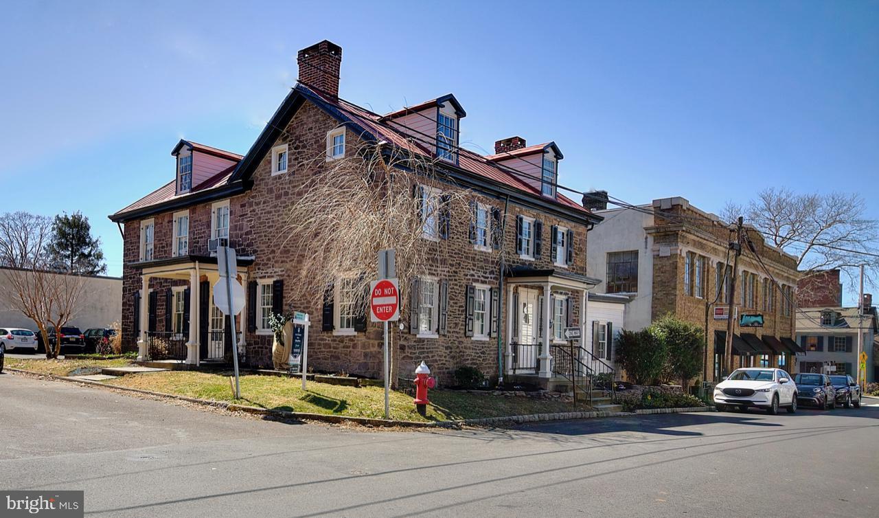 200 Court Street,Newtown,PA