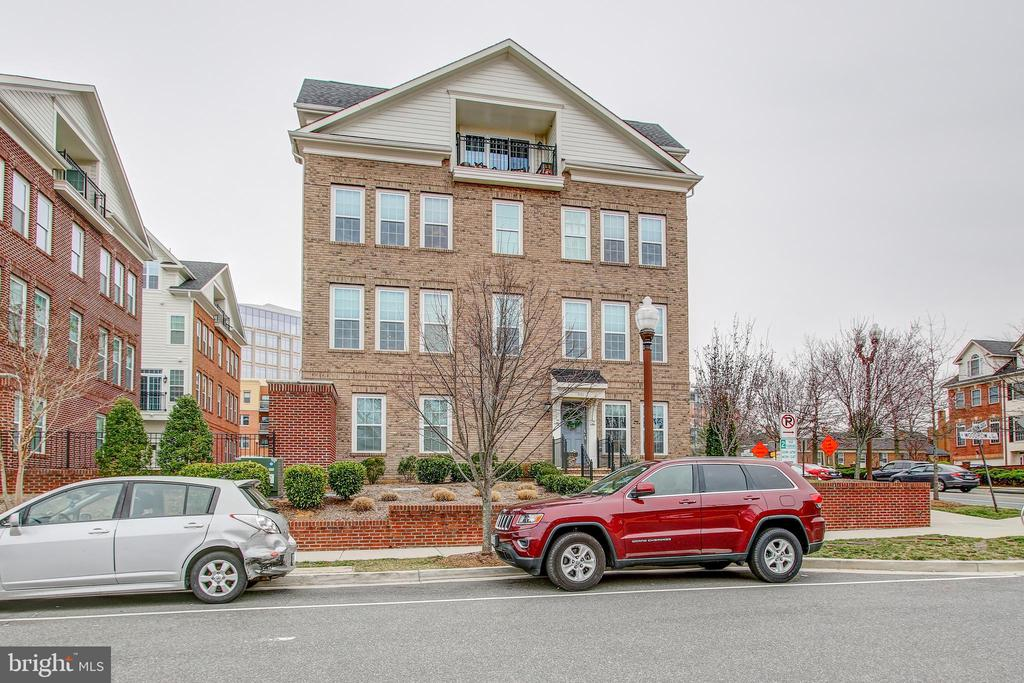 Rare opportunity to own magnificent end unit townhouse.  Walking distance to Ballston Metro and the all new Ballston Quarter.   This beautiful home offers 4 bedrooms, each with their own ensuite bathrooms, 2-car garage, rooftop balcony. Fabulous kitchen with granite counters & stainless steel appliances, wood floors, half bath on main level, tons of natural light. The ideal urban luxury home.  One block from new Target development and everything Ballston has to offer.  This one won't last long and is a must see!