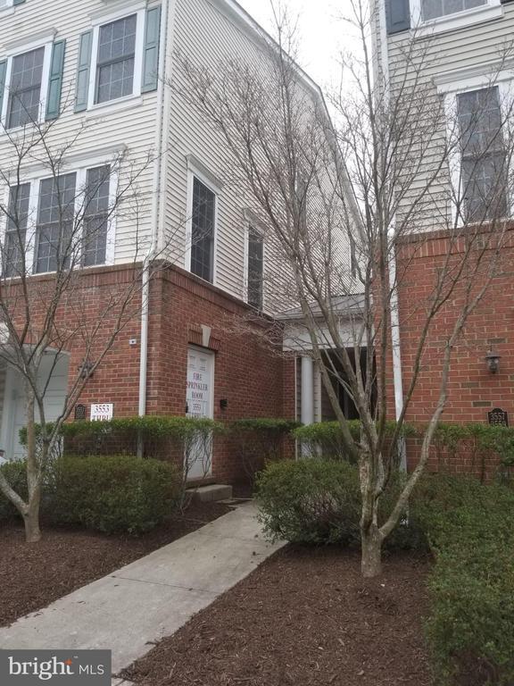3553 Huntley Manor Ln, Alexandria, VA 22306
