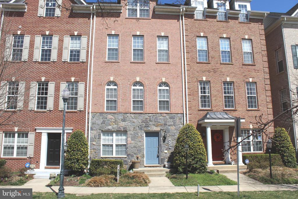 529 GIRARD STREET, GAITHERSBURG, Maryland 20877, 4 Bedrooms Bedrooms, ,3 BathroomsBathrooms,Residential Lease,For Rent,GIRARD,1,MDMC701718