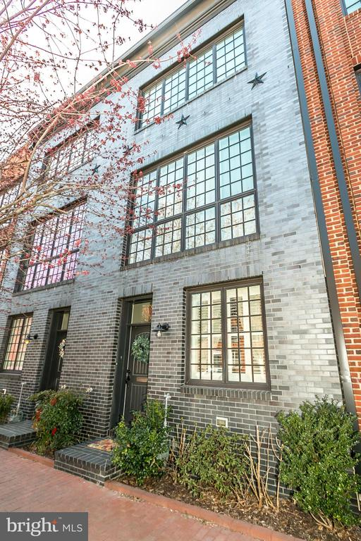 Rarely Available Urban  Merchant Town House in Upper Fells Point  It's 3BR/2.5BA with a 2 car garage!!! ( Half bath is plumbed to be full bath.)  This home has been so well maintained that you will think it was just built !!!  It offers 4 levels of high end finishes... Featuring an open steal staircase, Oak hardwood floors on top 3 levels and cottage tile on the first floor. Gorgeous Gourmet Kitchen with Monogram Cook top, GE Advantium Microwave and Wall Oven and Caesarstone counters.  Master suite offers large walk-in-closet, insuite masterbath with large 2 head shower, custom tile, soaking tub and double vanity, Sonos audio system allows you  to enjoy music through-out the house.  4th floor party room which leads out to a large deck with beautiful city views. There is also a 2nd deck off the living room that is perfect for grilling.   Close to everything Fells Point has to offer, Patterson Park is a few blocks away and so is Johns Hopkins.  This is a must see house!!!