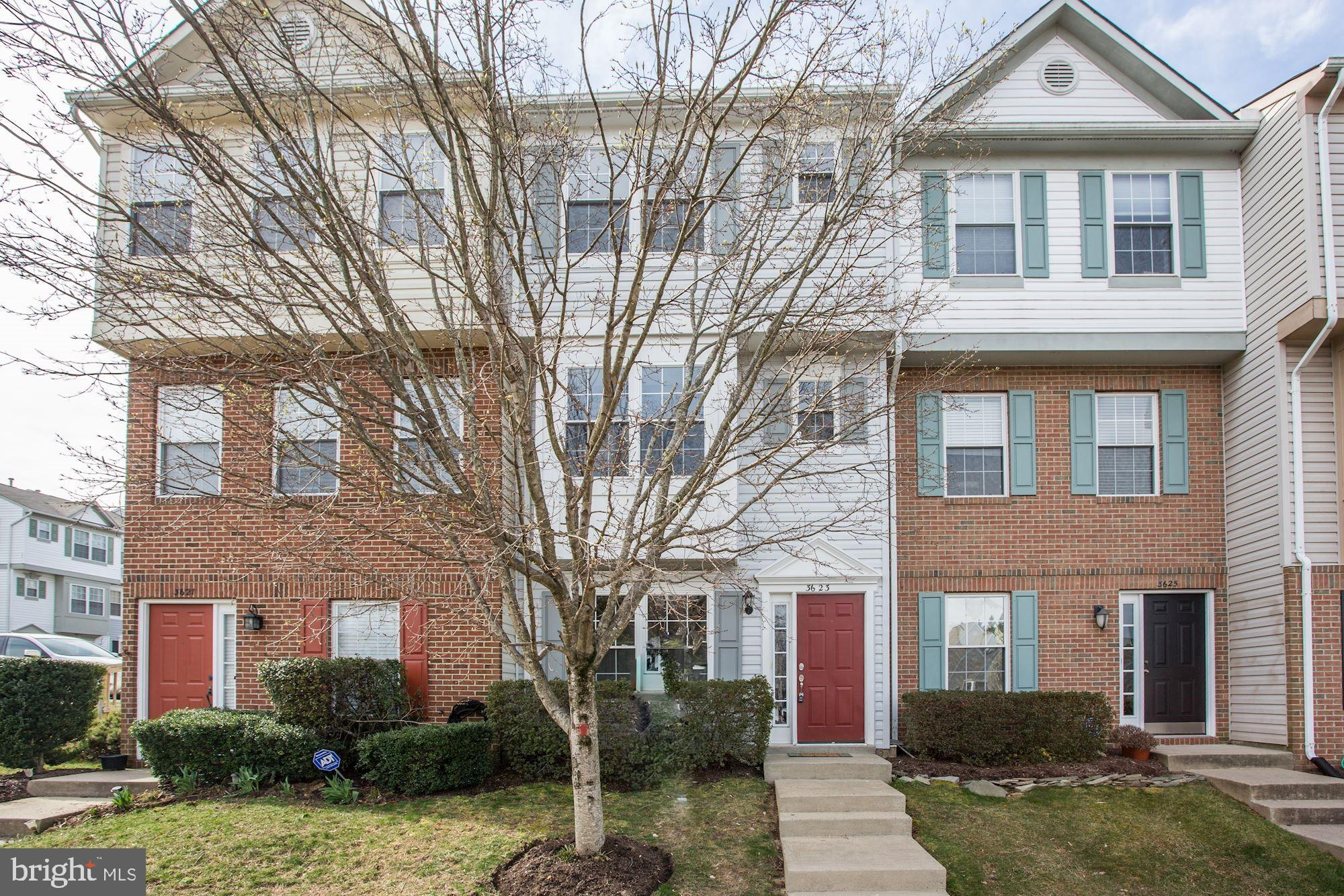 Fantastic townhome condo in a great neighborhood and location. Walk to Lake Ridge Park and shopping. Lots of commuter options. Close to schools. Plenty of space, 2 large bedrooms upstairs and one on lower level. Large kitchen and family area. Assigned parking. Community has a beautiful pool.
