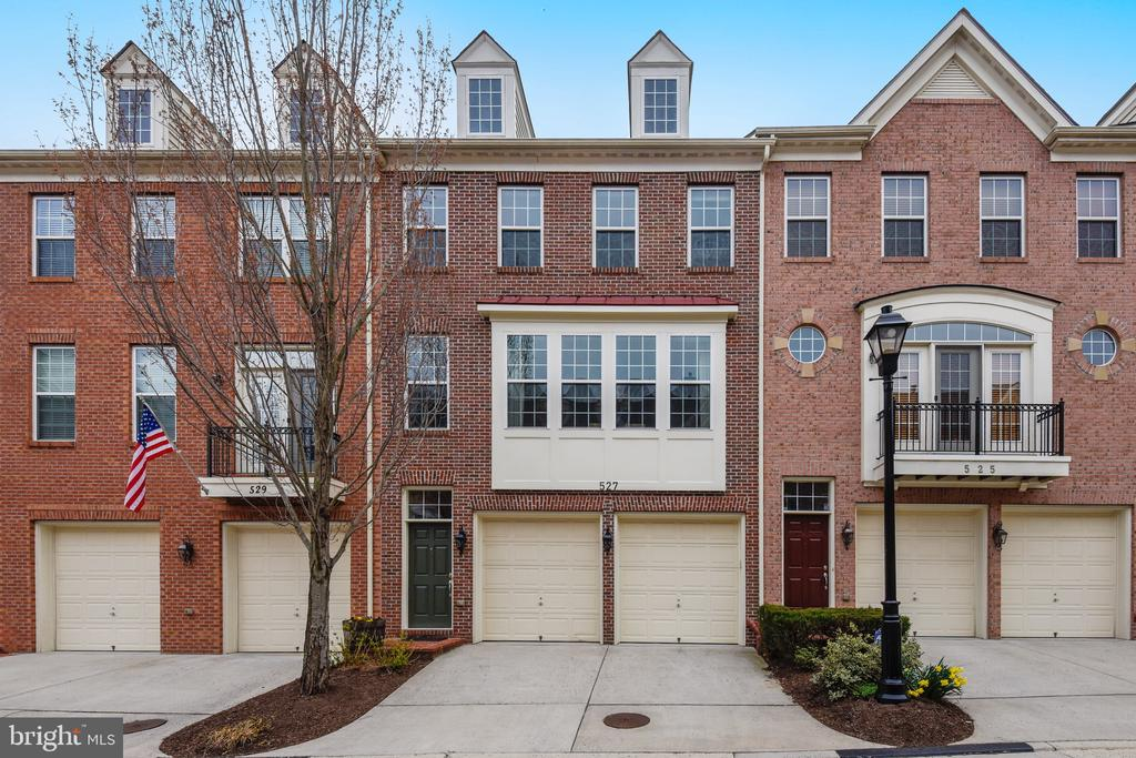 527 Triadelphia Way, Alexandria, VA 22312