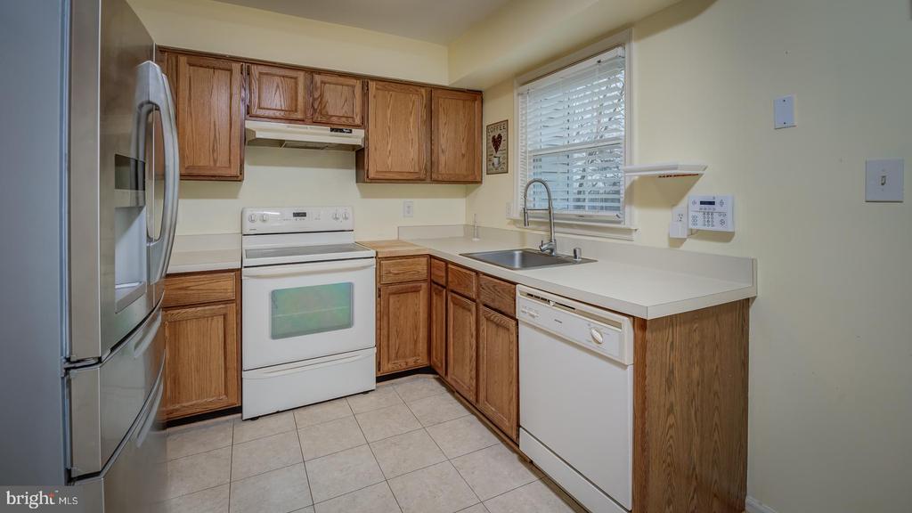 8469 Canyon Oak Dr, Springfield, VA 22153