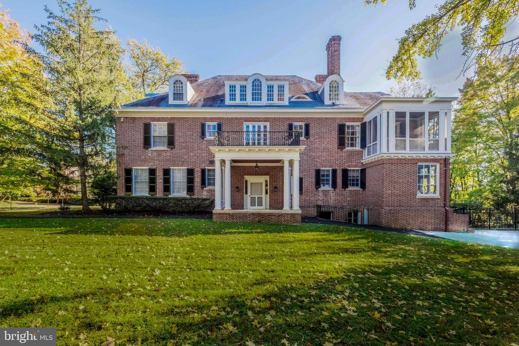 Iconic 6 Bedroom architectural treasure prominently situated in revered Guilford. Splendid scale and detail throughout this lovely Grand Dame! Exceptional floor plan for entertaining and family enjoyment. Divisible double lot(Buyer to verify), pool, terrace, handsome porte cochere and 2 story carriage house.