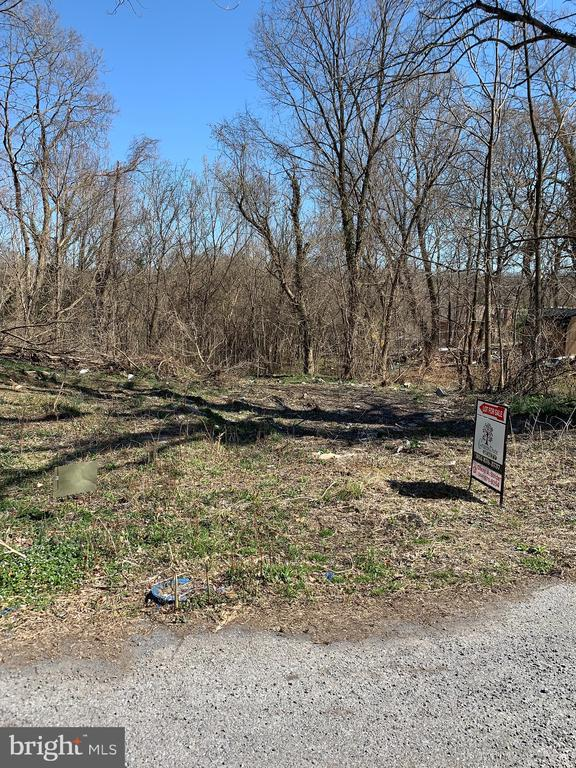 Lot within walking distance to Shepherdstown in     established neighborhood. Public  Water & Sewer   available