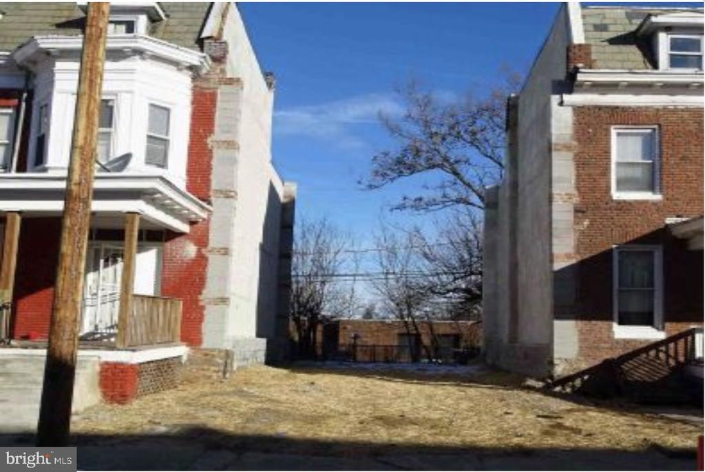 Rare opportunity to buy this property in the West Arlington / Lucille Park neighborhood.  Perfect for an investor or first time home buyer.