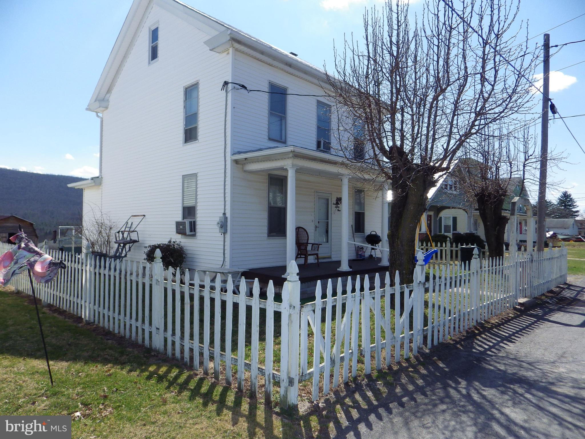 1123 W MAPLE STREET, VALLEY VIEW, PA 17983