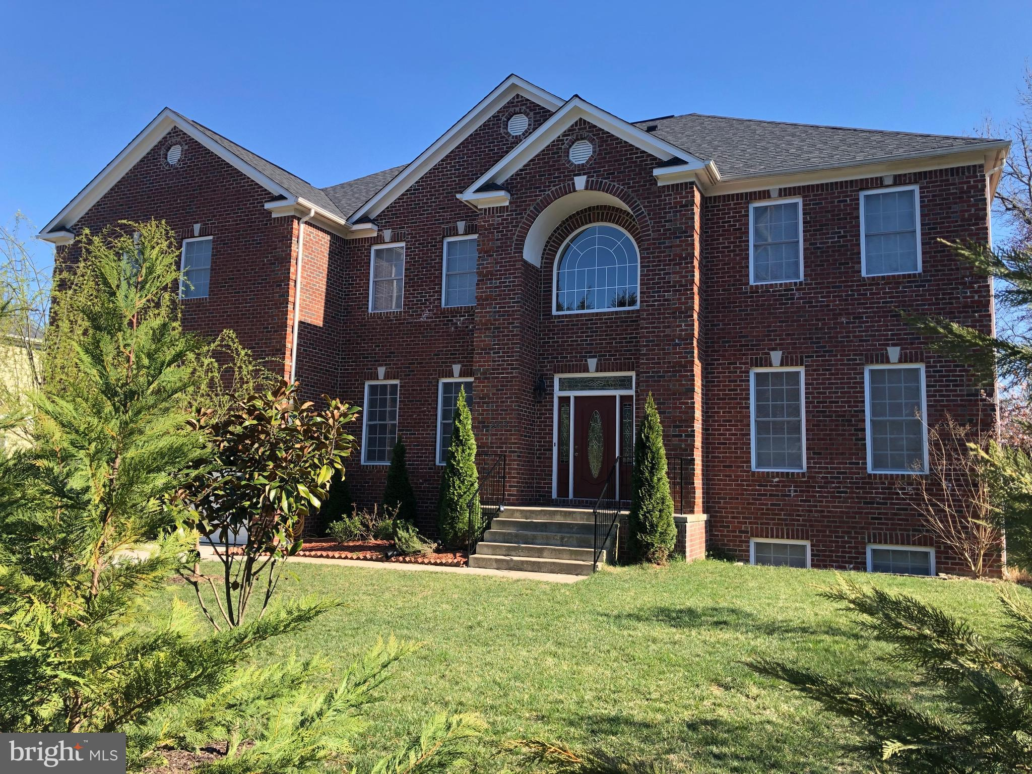 STUNNING CUSTOM ALL BRICK COLONIAL LOCATED ALMOST AT THE END OF PRIVATE COURT ON A .50 ACRE FLAT LOT, HIGH CEILINGS AND FULLY FINISH BASEMENT WITH REAR ENTRANCE, ONLY MINUTES AWAY FROM THE POTOMAC RIVER OLD TOWN ALEXANDRIA, BELT WAY AND FORT HUNT RD, SELLER WILL CONSIDER ANY REASONABLE OFFER, THANK YOU FOR SHOWING