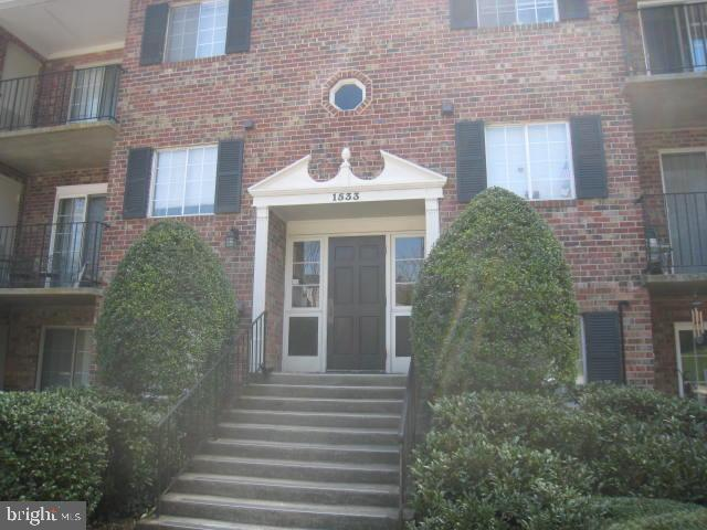 Updated 2 BR and 1.5 Bath Unit. Condo fee includes Gas (covered by the condo fee), cooking and hot water. Extra storage is great for everything like your bike to old decorations! Minutes to VRE, bus stop and major transportation routes. Walk to shopping, and restaurants.  Condo fee includes Gas, water, Sewer and trash. Agent owner.