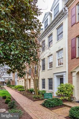 711 Fords Landing Way, Alexandria, VA 22314