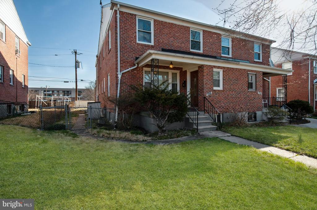 MOTIVATED SELLER. MOVE RIGHT INTO THIS BEAUTIFULLY RENOVATED 3-5 BEDROOM, 3.5 BATH SEMI-DETACHED HOME. MAIN LEVEL HAS A LIVING ROOM, .5 BATH, KITCHEN/DINING ROOM & BREAKFAST ROOM. UPPER LEVEL HAS A MASTER BEDROOM SUITE WITH FULL BATH, 2 ADDITIONAL BEDROOMS & BATH. FINISHED LOWER LEVEL HAS 2 BONUS ROOMS THAT COULD BE POTENTIAL BEDROOMS, FULL BATH & TONS OF STORAGE. NEW FURNACE & CAC, NEW CARPETING & FLOORING, BATHS, FRESHLY PAINTED THROUGHOUT & MUCH MORE!