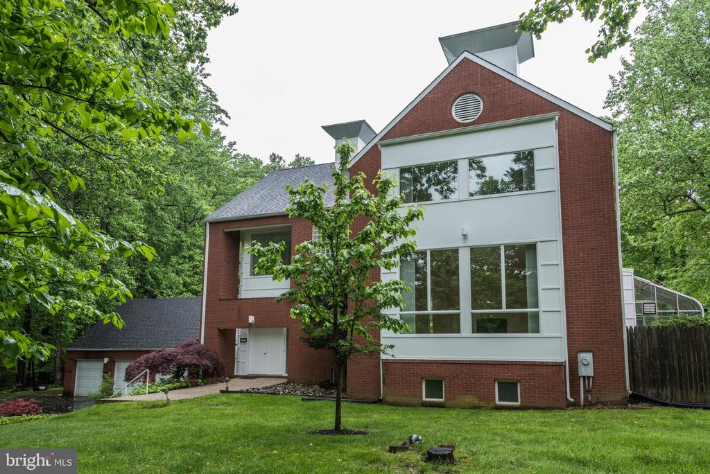 Must see 3 car garage 4 level contemporary home. Spacious remodeled kitchen with granite counters top and new appliances, hardwood floor mostly on main level. Large dining room and fire places in living and family room. Tall and high windows to make all rooms extra bright, large entertainment or game room in the lower level, beautiful in-ground pool and deck on the back.