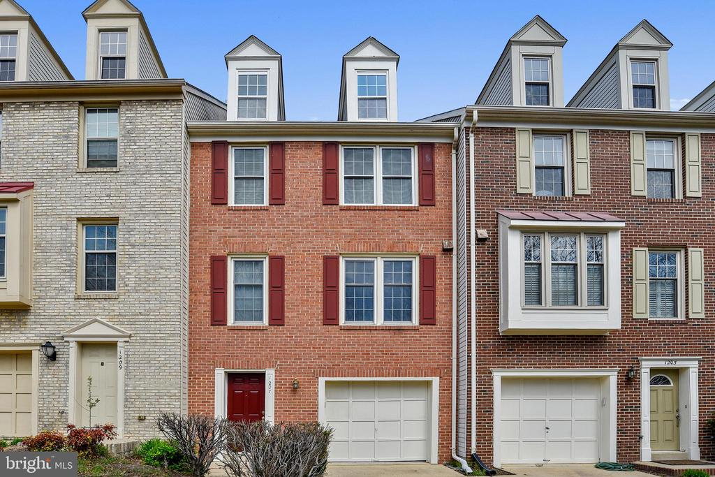 Beautiful sun filled townhome in sought after Quaker Hill community! This 3 bedroom, 2 1/2 bath home is completely move-in ready. Welcome home to vaulted ceilings, updated Master Bath with a walk-in closet, fresh paint throughout, newer HVAC, garage with custom storage, wood burning fireplace, crown molding, and a relaxing outdoor space. Community amenities include a pool and clubhouse that sit next to the pond and walking path. The location is perfect for walking to Starbucks, shopping, dining, metro, as well as easy access to major interstates and much more!