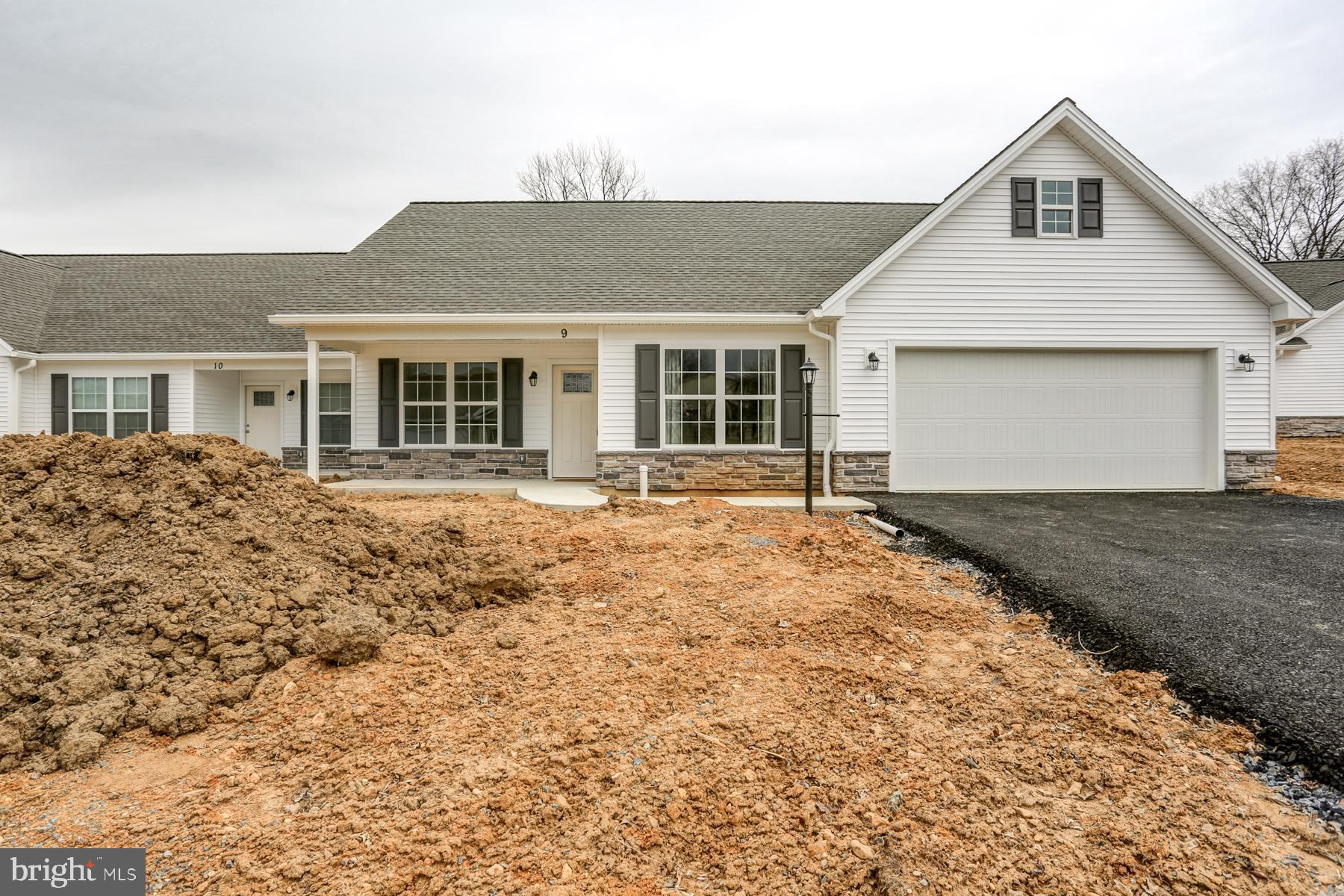 9 GROUP COURT, MOUNT HOLLY SPRINGS, PA 17065