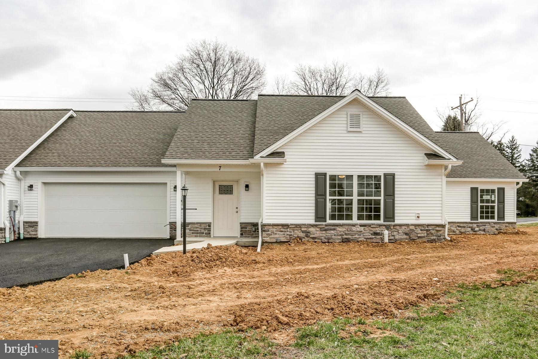 7 GROUP COURT, MOUNT HOLLY SPRINGS, PA 17065