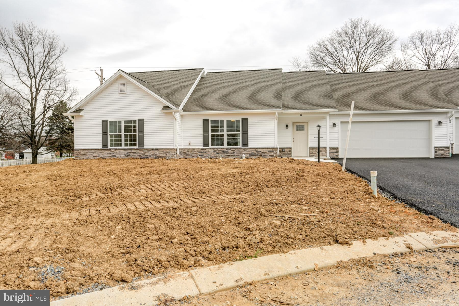 8 GROUP COURT, MOUNT HOLLY SPRINGS, PA 17065