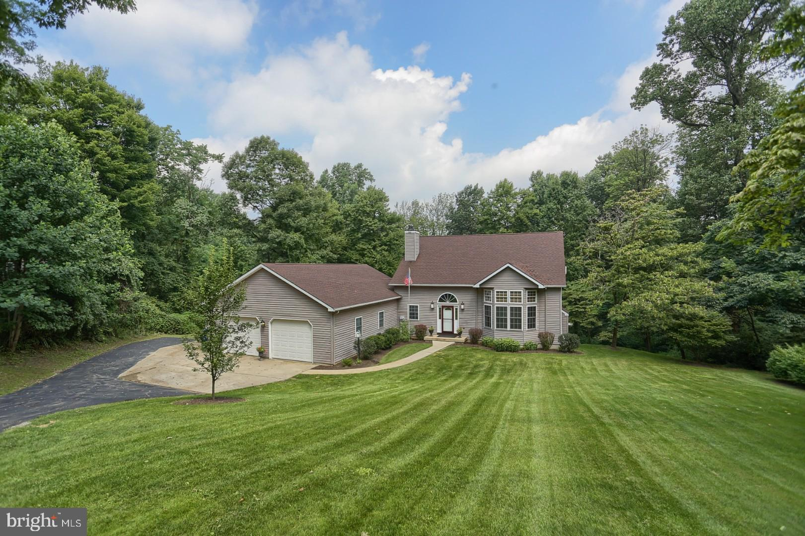 449 TEXTER MOUNTAIN ROAD, ROBESONIA, PA 19551