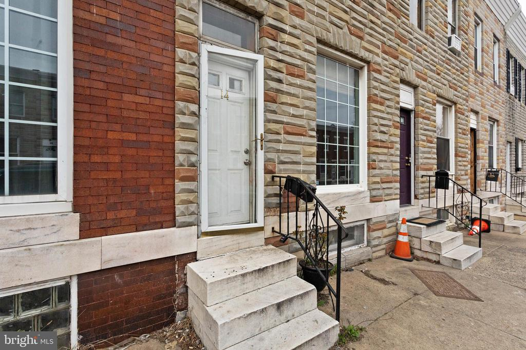 Move in ready 3 bedroom/3 bathroom home in the heart of Highlandtown! Nice open floor plan with an exposed brick wall for added charm. Large eat-in kitchen with stainless steel appliances, hardwood floors throughout and partially finished basement. Make this house your home!