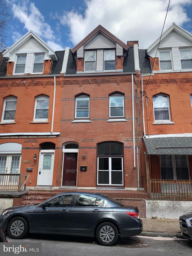 4425 Sansom Street Philadelphia, PA 19104