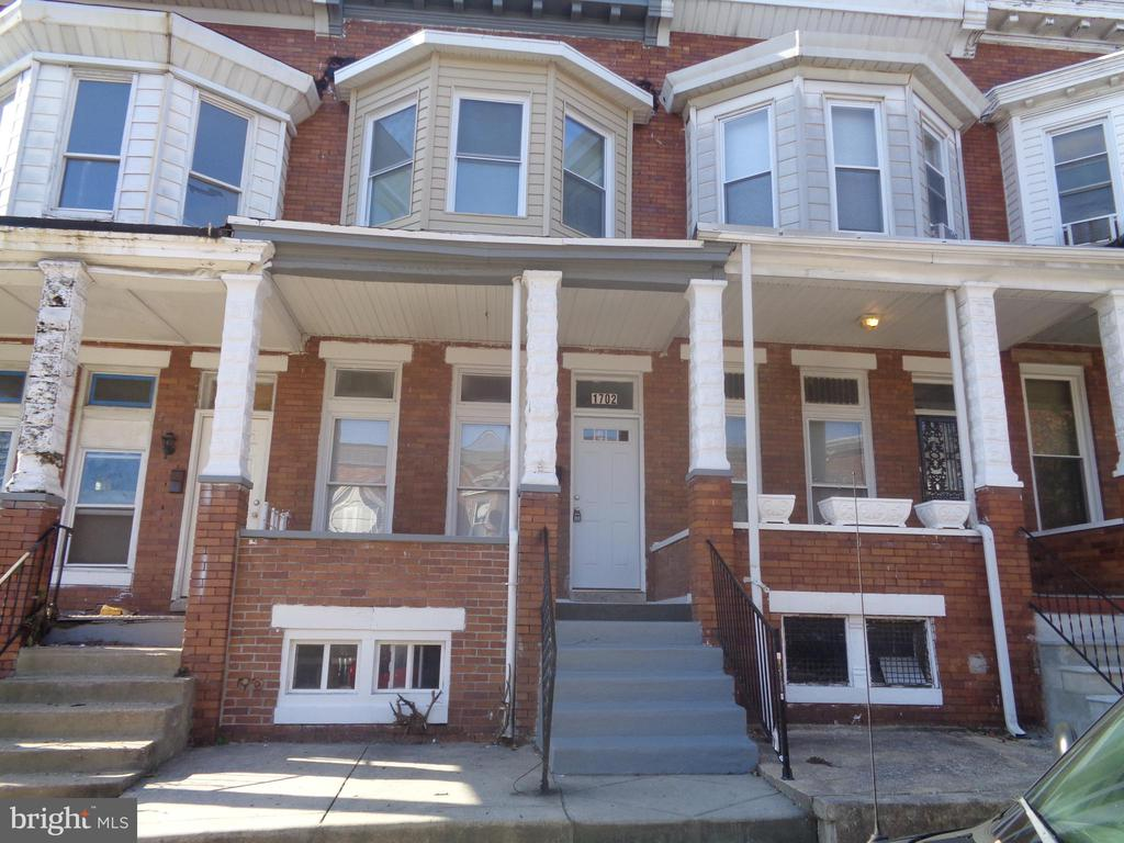 Great Investment property. 3 Bedroom, 1.5 Bathrooms, recently updated. Rent $1050 monthly.