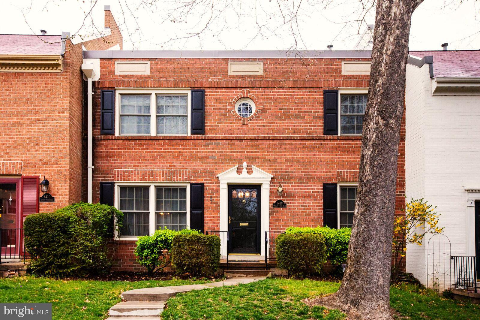 Beautiful Concorde model boasting 4 BRs up and 2.55 BAs. Main level office/den/5th BR, fresh paint and refinished hardwood floors. Double sliding glass doors from Kitchen and Dining Rm walk out to slate patio and assigned parking spots. Over 2,700 sqft of living space. Great storage ! Walk to top schools, Lake Accotink, Shopping, Resturants and more !