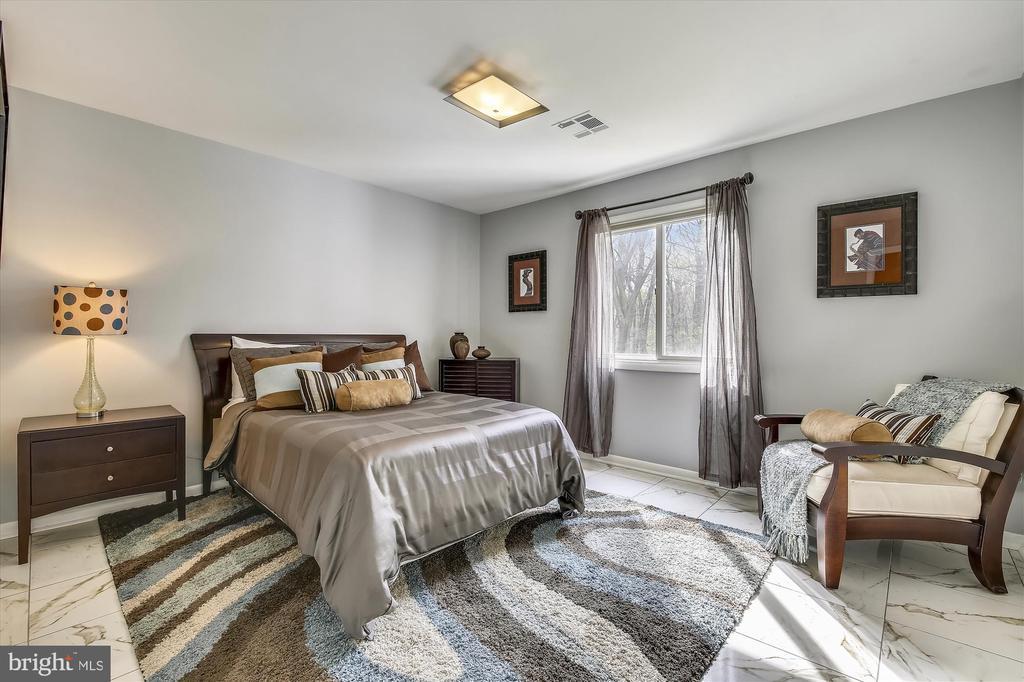 313 Stonington Rd, Silver Spring, MD 20902