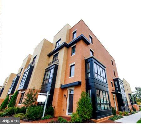Beautiful End Unit, 2 Level Full Brick Townhouse-Condo, in Potomac Yard Alexandria. Close to Metro, 1 Block to new MetroWay Rapid Transit Bus Line (Braddock, Crystal City, Pentagon). 1 Car garage, 1 reserved off street parking. High End Finishes, Recessed Lighting, Stainless Appliances, Hardwood and Tile, Granite Counters. 3 Miles from DC, 2 Miles from National Airport. Walking distance to grocery & shopping, Del Ray and Old Town Alexandria. Great Location within the Community facing manicured park, steps from biking and jogging trails.