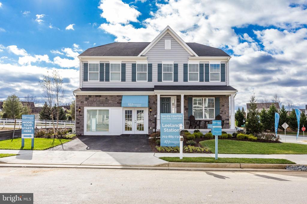 SAMPLE LISTING - Cozy 4 Bedroom single family home with open kitche to family room home design.  Large Owner's Bedroom with huge walk-in closet space.  Upper level laundry.  Optional features to choose from to personalize your home for you and your family.  PHOTOS REPRESENTATIVE ONLY - SHOWING OPTIONS.
