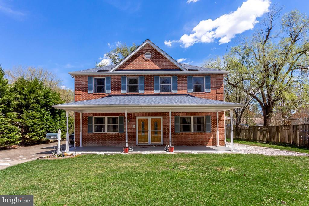 1745 Anderson Rd, Falls Church, VA 22043