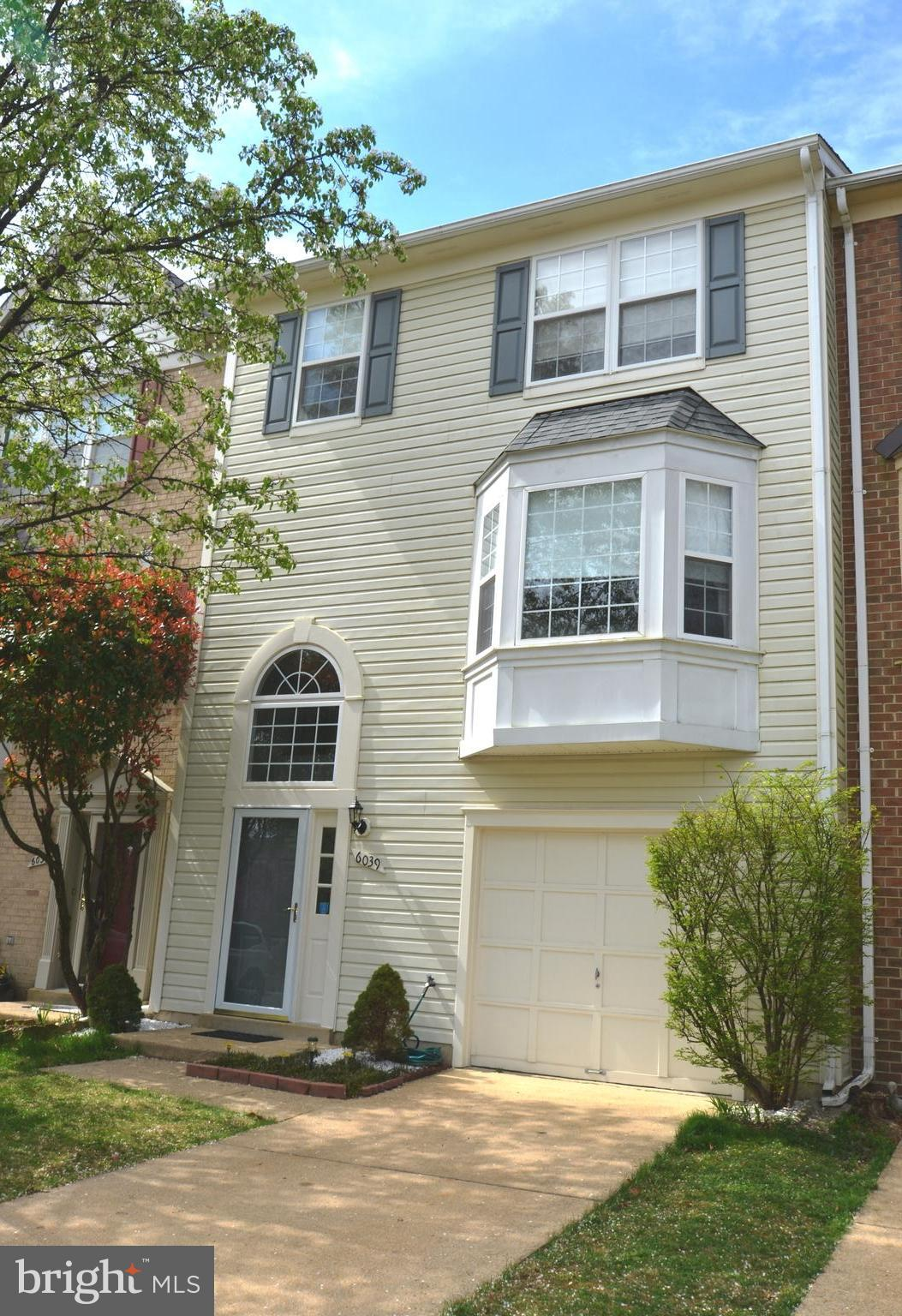 IMMACULATE GARAGE TOWNHOME IN MUCH SOUGHT-AFTER KINGSTOWNE..UPDATED KITCHEN W/ STAINLESS APPLIANCES, GRANITE COUNTERS, BREAKFAST NOOK & WALKOUT TO DECK BACKING TO WOODS..NEW HARDWOOD FLOORING THROUGHOUT TH ENTIRE MAIN LEVEL..NEW CARPET ON UPPER & LOWER LEVEL..2 HUGE MASTER SUITES W/ UPDATED BATHS...COZY FAMILY ROOM W/ GAS FIREPLACE AND WALKOUT TO FENCED, LANDSCAPED BACKYARD...NEW BATH FIXTURES, LIGHTING & HARDWARE...NEW ARCHITECTURAL-STYLE ROOF...NEW AC/HTR SYSTEM & WATER HEATER...AMAZING KINGSTOWNE AMENITIES: 2 POOLS, 2 FITNESS CENTERS & 22 MI OF WALKPATHS, WALK TO KINGSTOWNE LAKE..HURRY