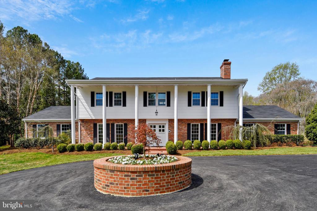 7608 Manor House Dr, Fairfax Station, VA 22039