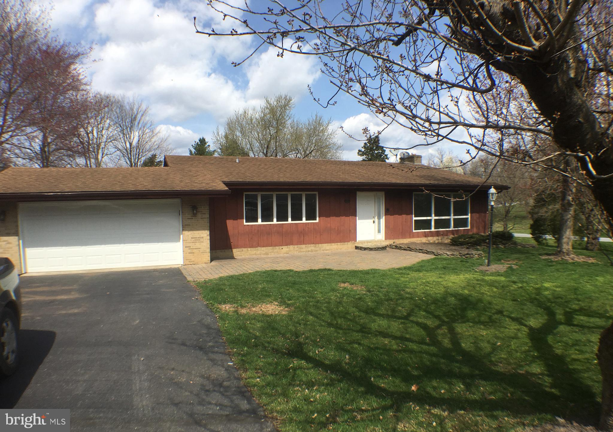 Ranch Style home located in Pikeview Acres North sits on approx. 0.42 ac and includes 3 Br, 3 Ba floorplan with fireplace in separate living room, separate dining room, large windows for lots of sunlight, fully finished basement with extra room for storage and laundry area and attached garage.