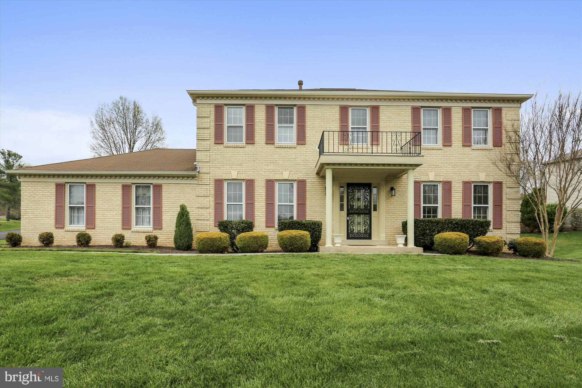 Bright & Sunny Southern Exposure*Blonde Brick*Two story hardwood foyer*New Granite Counters & SS Appliances*New Carpeting*Freshly Painted*Family Room w/blonde brick fireplace*Recent Roof & High Efficiency Gas Furnace & CAC*Extra Clean One Owner Home*One Year HMS Warranty*Move in Condition